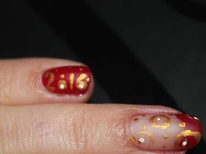 nail art nouvel an, new year nail art, beginner nail art, gold and red nail art