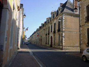 La grande rue et la place du Cardinal (photos MP)