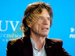 Mick Jagger, premier arrivé dans la salle de conférence !