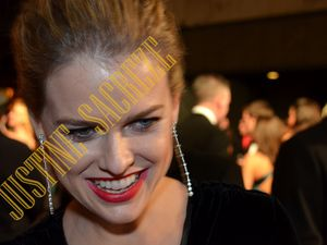 Un sourire d'Alice Eve ! A smile from Alice Eve!