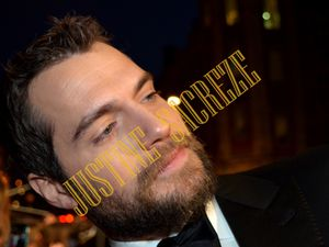 Henry Cavill a pris soin de ses fans avec le plus grand sérieux ! Henry Cavill took care of his fans with the greatest care!