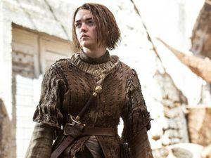 Arya Stark, toujours déterminée à vivre et à se battre !  Arya Stark, always determined to live and to fight!