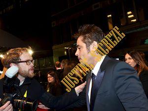Le photographe : dites, vous allez poser quand pour moi ? Monsieur del Toro : je ne sais pas, peut-être quand vous cesserez de me poursuivre comme ça.