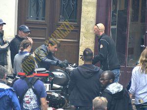 Une fois de plus, Ethan Hunt roule dans Paris à moto !