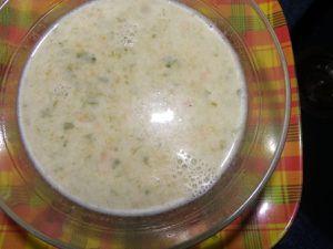 200 gr de légumes à  potage congelé, 800 ml de bouillon de poule, 80 gr de poulet, 50 gr de lait de coco en poudre, sel, poivres, 1 oignon. tout mettre sur le feu, cuire 20 mn, et passer au blender, 30 secondes. c'est prèt
