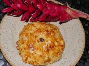 recette du confit, 1 kg de cuisse de canard, 1 oignon, 1 bouquet garni, ail, sel, poivre, 1/2 lde bordeaux supérieur, 1/2 l d'eau, 1 piment, cuire 1h 1/2 à feu doux dans un faitout,( pas à la cocotte), surveiller quand même, la cuisson, c'est selon le canard, si il est dur ou pas. quand il aura bien confit, laisser réduire encore le jus, et c'est prêt.