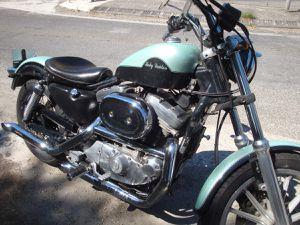 en Harley Davidson dans le lubéron : Oppède le vieux, Lacoste, Lourmarin.