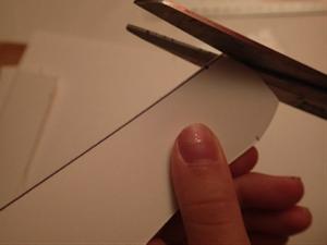 Réalisation d'un boomerang en carton.