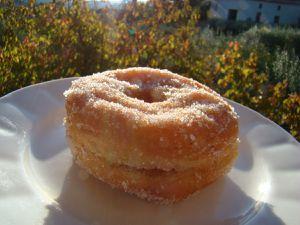 un donuts raplapla d'hier, fourré à la confiture naturelle d'abricot, la myrtille et les framboises vont nettement mieux avec
