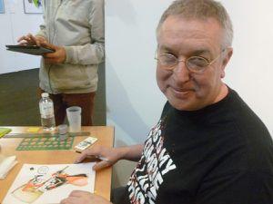 Barry Kintson qui dessine pour ses fans au Bordeaux Geek Festival.