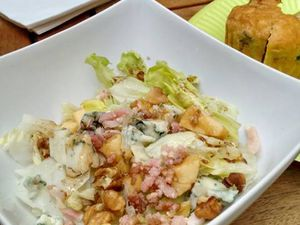 Salade roquefort, noix, pommes   /  salade rillon, Ste Maure
