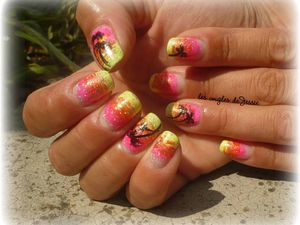manucure coucher de soleil et palmiers