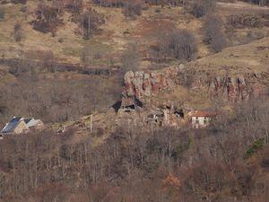 Ardes-sur-Couze randonnée insolite sur le Cézalier avec le singe magot.