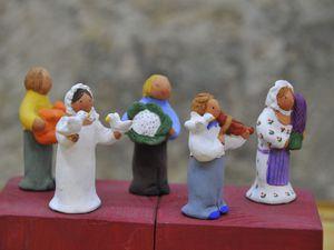 magnifique création de Daniel Galli - les naïfs de Béatrice Marguerat  dont la barque des Saintes Maries - L'atelier Arterra - Cliquer sur les photos pour les agrandir et les faire défiler.
