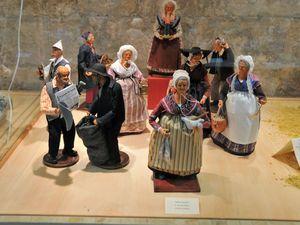 Dernière semaine, allons vite au cloître St trophime d'Arles voir crèches et santons  !