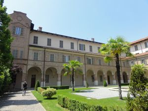 Cherasco : ville surprenante avec son Palais Salmatoris du 17e s, l'Arc du Belvédère, l'église Santa Maria del Popolo, le Palazzo Gotti di Salerano