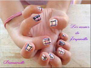 Nail Art sur les mains de Poupinette