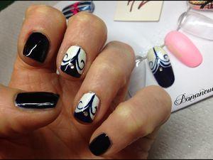 Nail Art réalisé avec les produits de la boutique Née Jolie.