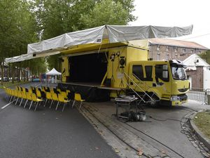 Camion théâtre ambulant à vendre / Envoyé par le Théâtre du Sagittaire le 27/08/2017