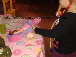 Aude et Brice joue au docteur
