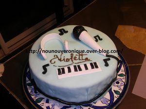 Le rainbow cake surprise Violetta