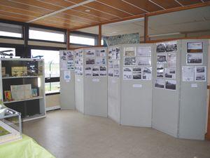 Les panneaux de photos et la maquette de Gourdou Leseurre d'époque, dont la partie avant a été recréé par JF.