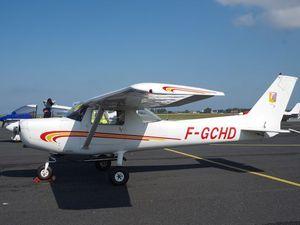 Puis le Cessna 150 F-GCHD, le Piper PA-28 F-GPEL, le Cessna F-HARI et le Cirrus SR-20 F-HBBR.
