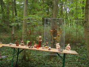 Dame rouge, ECOUTE et quelques sculptures au bois joli .
