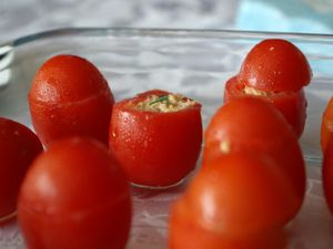 Suite du buffet : tomates cocktail et billes de fromage :(2)