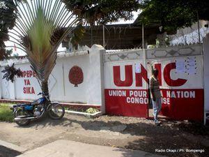 A gauche, le siège de l'UDPS à Limete - A dr, celui de l'UNC à Kasa-Vubu