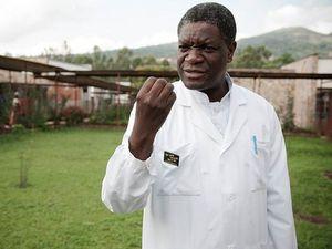 A gauche, le Dr Mukwege  -  A dr, l'entrée de l'Hôpital de Lodja