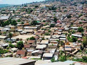 A gauche, Q/Sud et Camp Manu à Matadi -  A dr, sur le Bld du 30 juin à Kinshasa