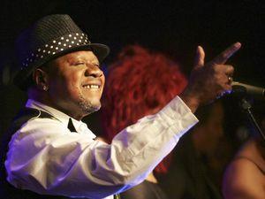 Deux vues de Papa Wemba dans ses oeuvres
