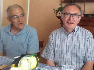A gauche, deux des pelerins, avec un ami, Gaby Castel