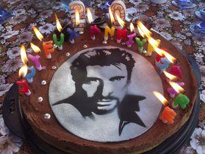 Gâteau - Anniversaire - 20Ans - Johnny Hallyday - Roses - Pâte à sucre - Bougies.