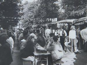 In meinem Bildarchiv fand ich noch Fotos vom ersten Weinfest im Hofgarten 1987 – u.a. marschierten auf einem Bild Mitglieder des SVV nach der gerade gewonnenen Meisterschaft in der B-Klasse ein.