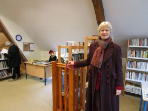 Dans la bibliothèque, Céline Gauteur et Michèle &#x3B; Kate sur la photo de droite