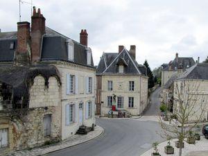 Le manoir de la Possonnière  à Couture, la place Sainte-Catherine à Trôo, le château de Lavardin