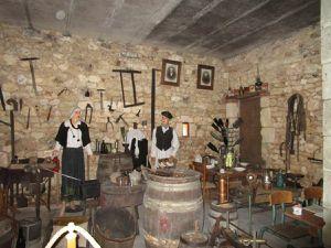 Le musée de la vigne chez Patrice Colin, le vigneron, deux amateurs avertis et comment faire dorer la crème brulée