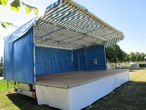 Respectant leur calendrier, les bénévoles ont installé les barnums