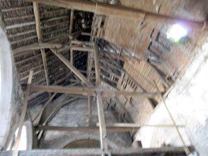 Le plafond de l'abside et sur l'image suivante celui de la nef