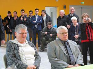 Michèle et Joël , 50 ans après  avec le maire Philippe Mercier
