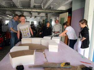 Daniel Flamand  a montré aux jeunes comment tailler la pierre