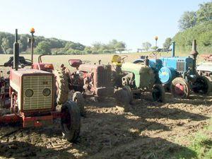 Les vieux tracteurs&#x3B; le stand des chasseurs