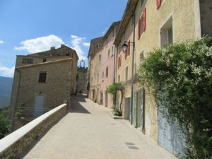 Le très beau village de Montbrun les Bains