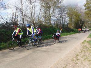 Un petit bout de canal &#x3B; le moteur du vélo couché &#x3B; montée après Saint-Samson vers la route Rohan-la Chèze &#x3B; un petit bout d'ancienne ligne de chemin de fer.