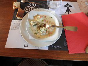Cassolette de poisson &#x3B; carbonade flamande &#x3B; salade, fromage &#x3B; tarte aux poires.