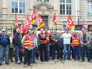 Libertés syndicales: rassemblement devant le tribunal de Dieppe