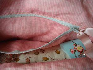 poche zippée intérieure, zip BGF (près de Bernay) tissu rose récup....