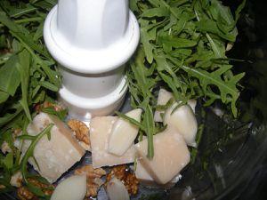 Pesto de roquette aux noix .